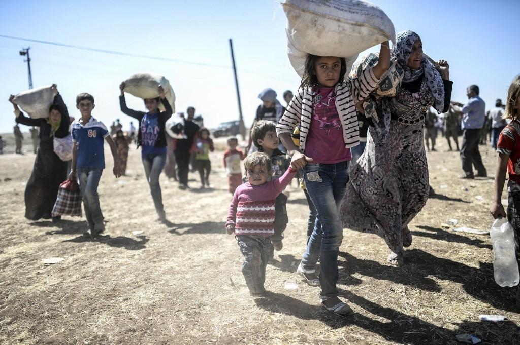 Kurdes de Síria fugint cap a Turquia per la guerra - AFP