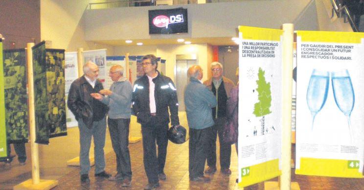 Exposició sobre la Vegueria Penedès, al vestíbul de l'Ateneu Igualadí, el novembre de 2009.