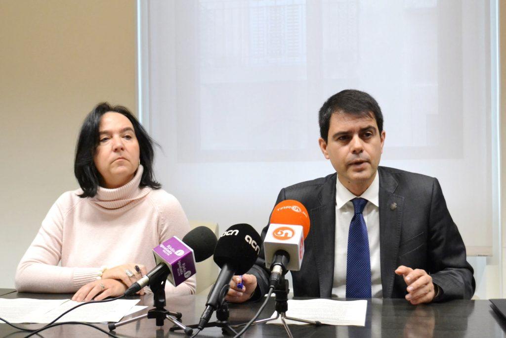 La regidora d'Hisenda, Montserrat Duch, i l'alcalde Marc Castells.