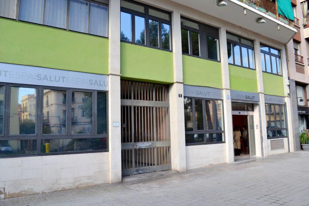 L'Espai Salut ocupa l'edifici de l'antic Centre Arian, a la plaça d'Espanya.