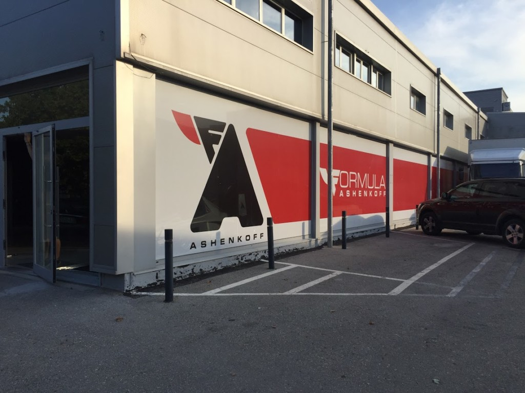 L'empresa està ubicada al polígon industrial de Les Comes.