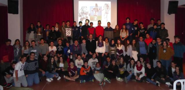 Els alumnes de 3r i 4t d'ESO participants a la cloenda amb en Francesc Sabaté.